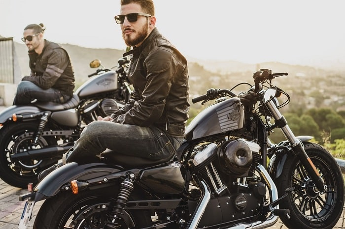 how to ride a motorcycle in a group